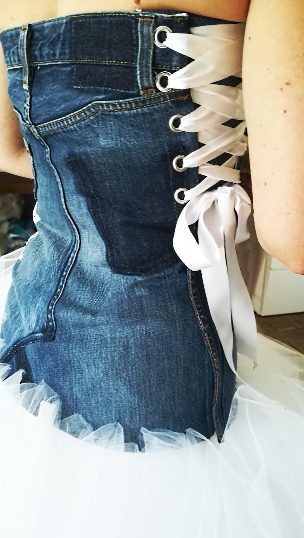 détail du bustier en jeans laçage coté Broder ces jours créations