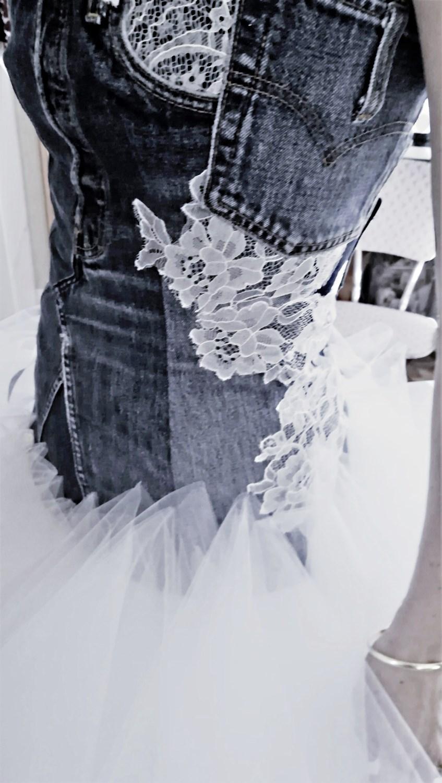 détail du bustier en jeans avec incrustation de dentelle Broder ces jours créations