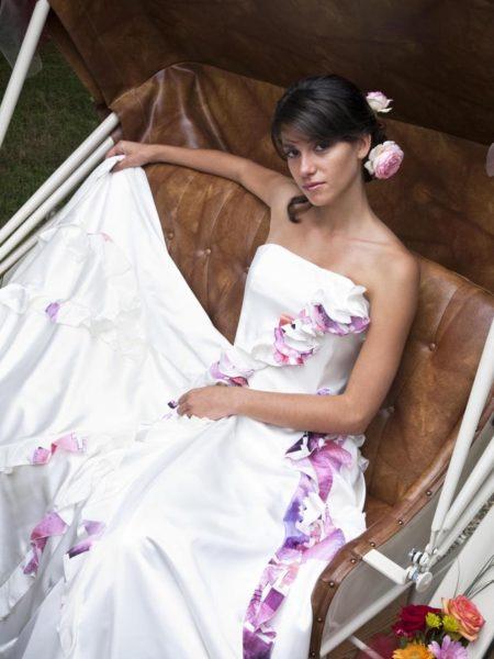 robe en soie avec détails fleurs motifs roses