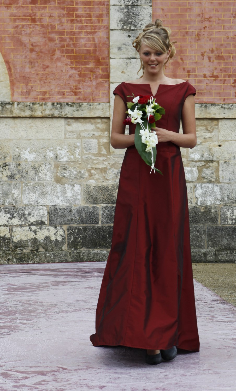 robe de mariée colorée bordeaux création unique Broder ces jours