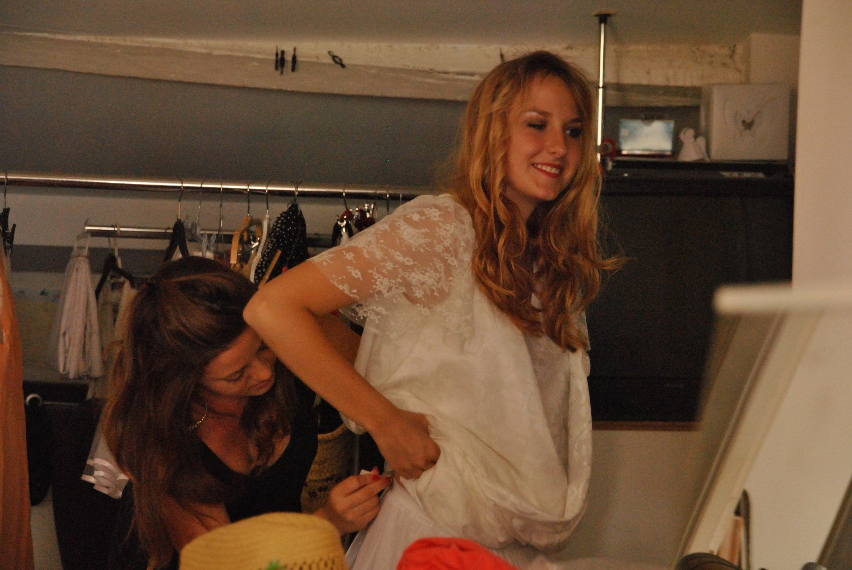 essayage robe de mariée en upcycling