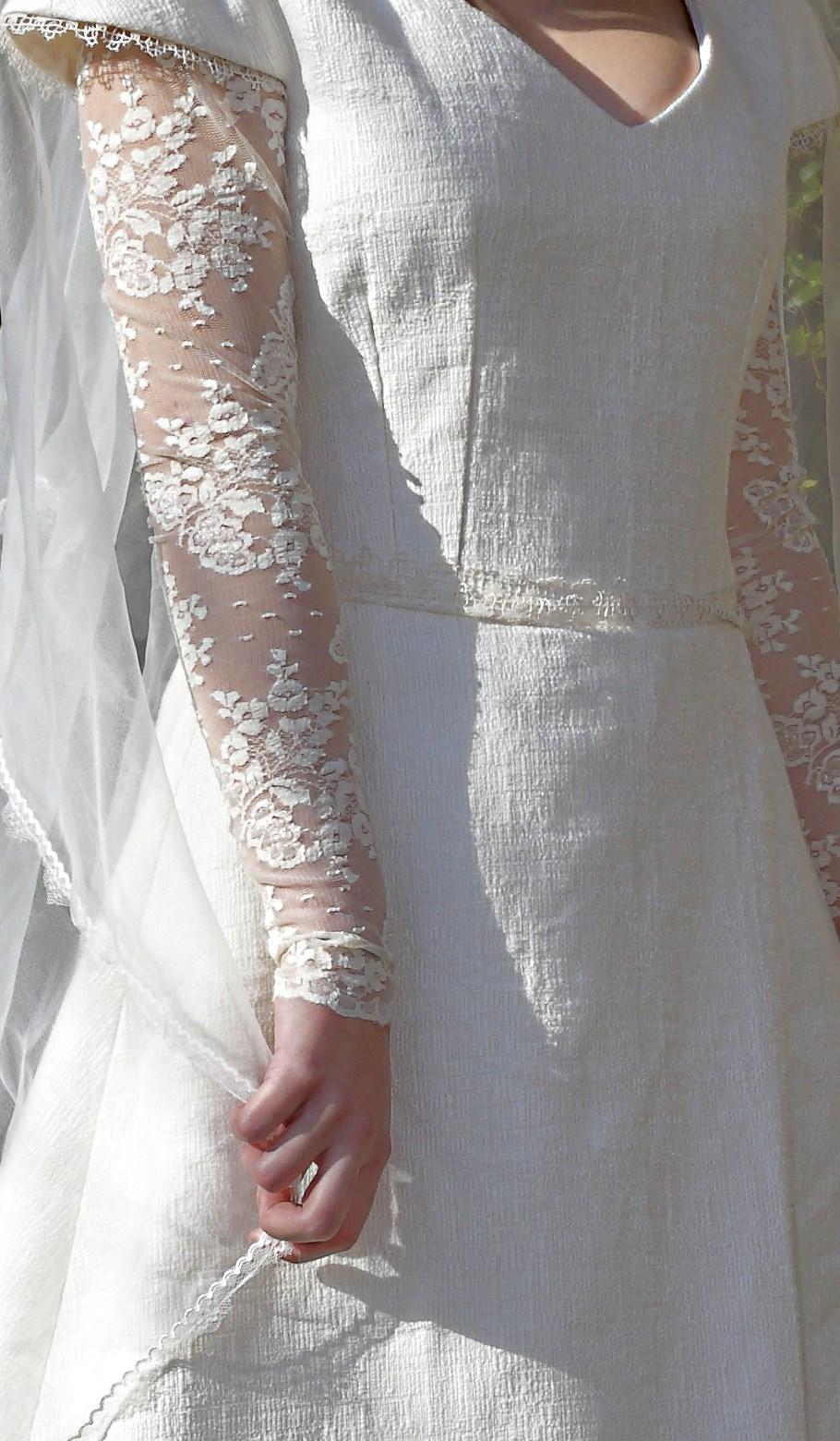 robe de mariée matière tissage et dentelle Berric Anais