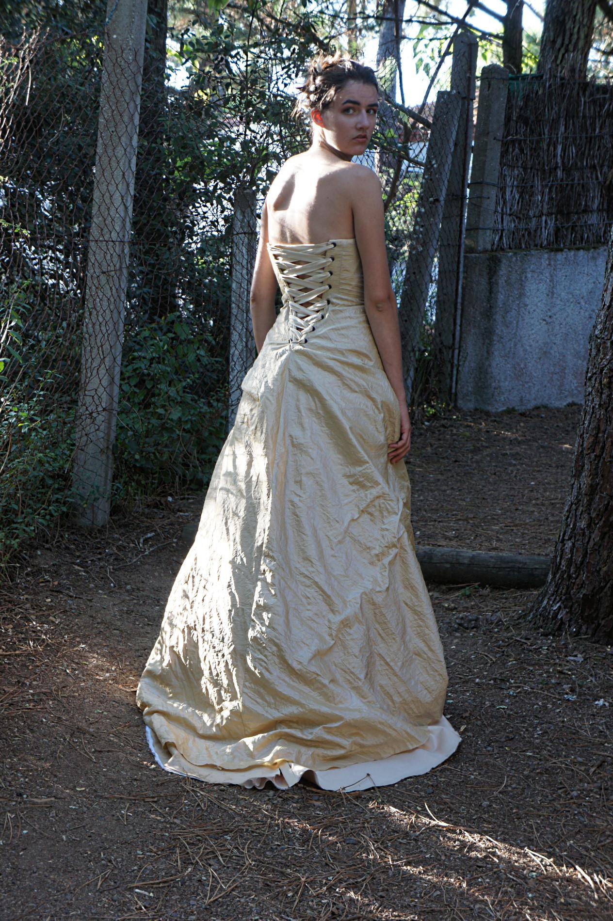robe mariée doré avec laçage dos et double bustier pour effet de couleurs