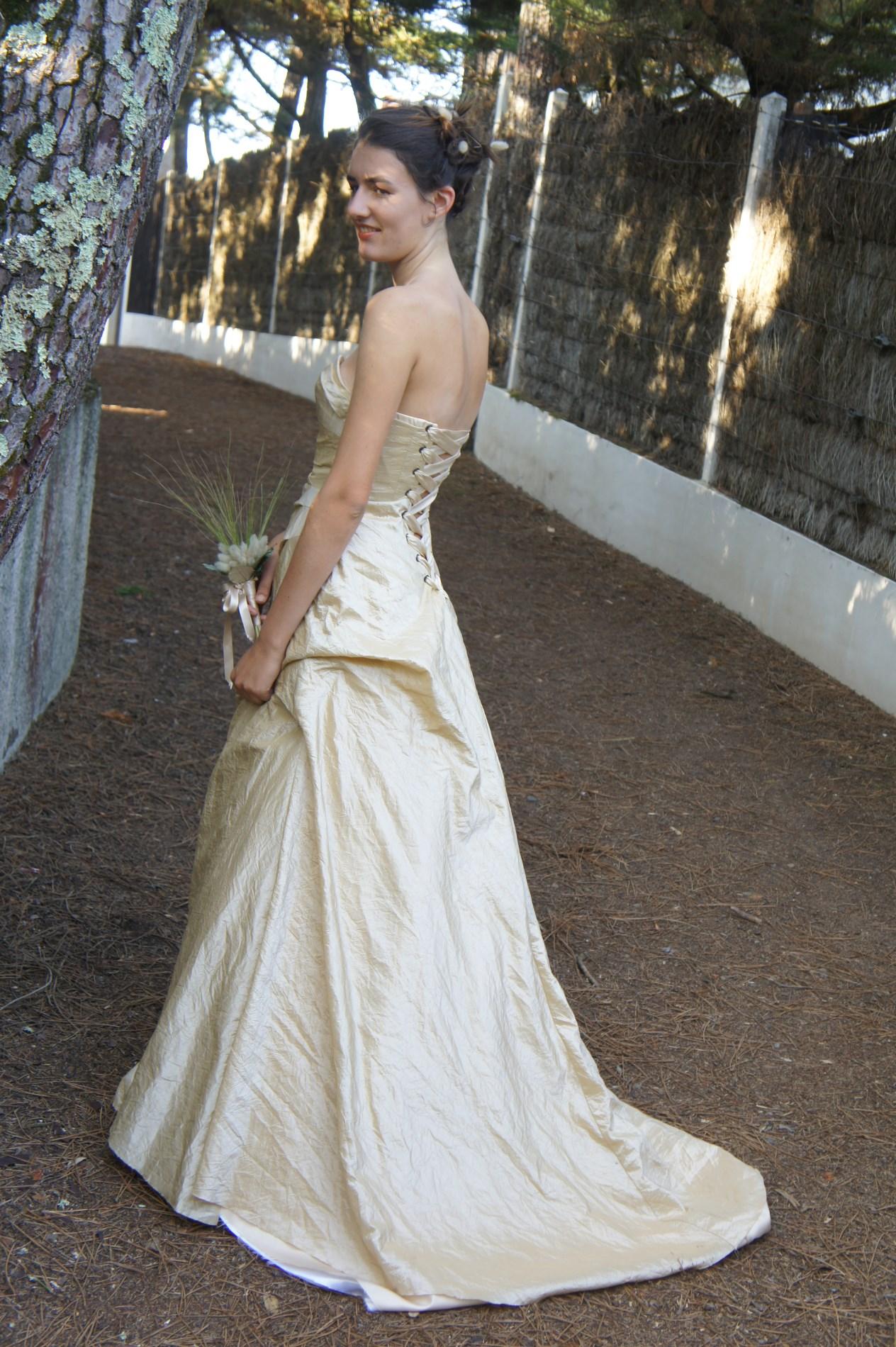 robe bustier dété couleur doré